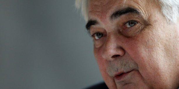 Michel Lucas, ingénieur de formation, a fait ses débuts dans la banque en entrant en 1971 au Crédit mutuel de Strasbourg. Il présidait la Confédération du groupe mutualiste depuis 2010.