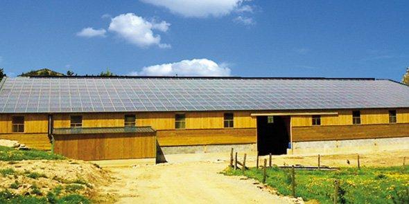 À Laissac dans l'Aveyron, Arkolia Énergie a développé un projet agricole d'une puissance de 267 kWc, soit une production annuelle de plus de 233 000 kWh.