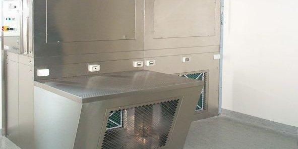 Une cabine de pesée pemet de manipuler des matière premières toxiques en protégeant le personnel grâce à une filtration de l'air