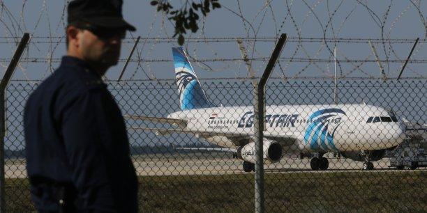 L'avion a atterri à 8h50, heure locale.