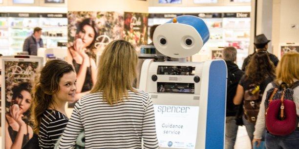 Spencer, le premier robot guide d'aéroport.