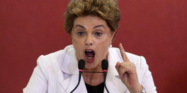 L'avocat général du Brésil, José Eduardo Cardozo, doit plaider lundi en sa faveur devant la commission parlementaire chargée de statuer sur son éventuelle destitution.