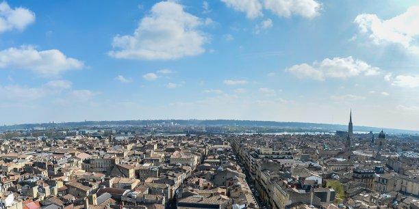 Pendant qu'Airbnb développe sa présence dans la ville de Bordeaux, élu d'opposition à la mairie de Bordeaux, Matthieu  Rouveyre pointe du doigt les menaces pour le logement des Bordelais, du développement, non encadré, de la location saisonnière.