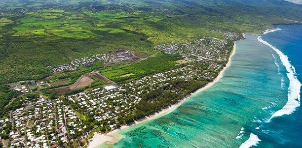 Magasins pillés, barrages, affrontements... L'île de la Réunion connaît un épisode de violences depuis cinq jours dans le sillage du mouvement des gilets jaunes.