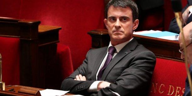 Le Premier ministre Manuel Valls fait hurler les organisations patronales en décidant d'imposer une sur-cotisation assurance chômage aux entreprises qui emploient des CDD courts.