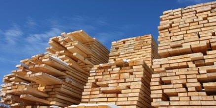 Dans le secteur du bois-papier-imprimerie, la production est inférieure de 12,9 points à celleobservée en moyenne en 2010.
