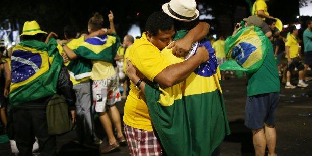 Cette bataille politique intervient alors que le Brésil est plongé dans sa plus grave récession économique depuis les années 1930.