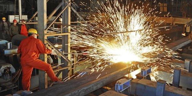 La fabrication de l'acier, qui nécessite la fusion de minerai de fer et de charbon à coke, est fortement émettrice de CO2.