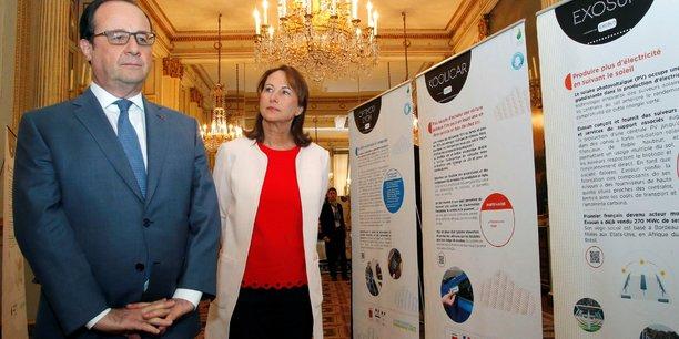 François Hollande et Ségolène Royal lors de la visite d'une exposition sur les énergies renouvelables le 25 avril pendant la conférence environnementale annuelle à l'Elysée.