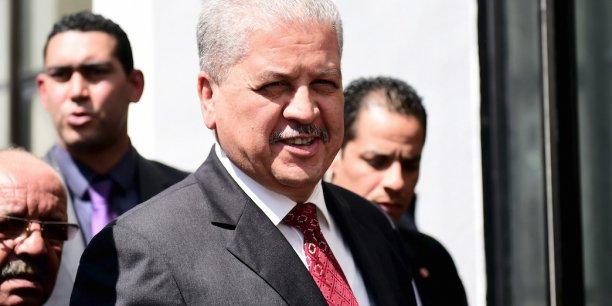 Le premier ministre Abdelmalek Sellal a annoncé, en mars dernier, un « nouveau programme économique » pour le mois d'avril courant, en réaction à la crise. Mais pour le moment rien de concret n'a été indiqué.