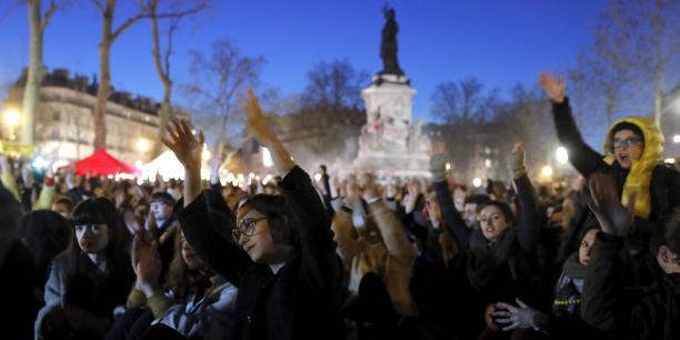 Lors d'une assemblée générale du mouvement Nuit debout, place de la République à Paris, le 8 avril 2016, soit une dizaine de jours après le début du mouvement.