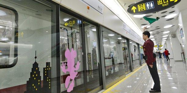 Cette extension d'une longueur de 6,7 kilomètres, dont la construction débutera fin 2017, sera le premier métro automatique de la mégapole aux 24 millions d'habitants, et le deuxième de Chine après celui de Pékin, précise le groupe.