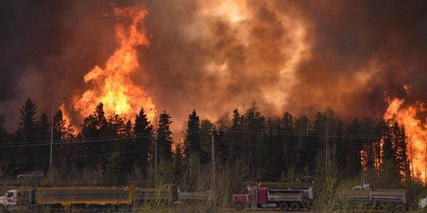 L'incendie, qui s'est déclaré dimanche 1er mai vers 18h00 près de la ville de Fort McMurray, dans le nord de l'Alberta, s'est propagé si rapidement que les quelque 88.000 habitants de la ville n'ont eu que quelques instants pour quitter les lieux.