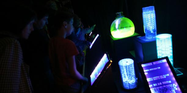 Tunnel luminescent conçu à Artilect Fablab.