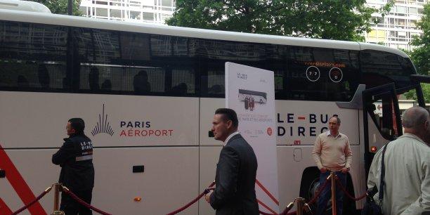 ADP et Keolis s'associent pour proposer un nouveau service de mobilité entre Paris et les aéroports de Roissy et d'Orly. Baptisé Le bus direct, il assurera 300 trajets quotidiens entre 5h et minuit tous les jours de l'année.