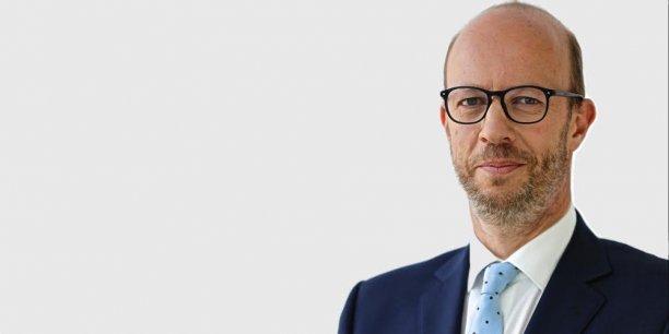 La France s'est laissée distancée en 2015. Alors que le nombre de projets d'investissements étrangers (IDE) a progressé de 14% en Europe, pour s'élever à 5.083, la France a vu le nombre de projets reculer de 2% l'année dernière, explique Marc Lhermitte..