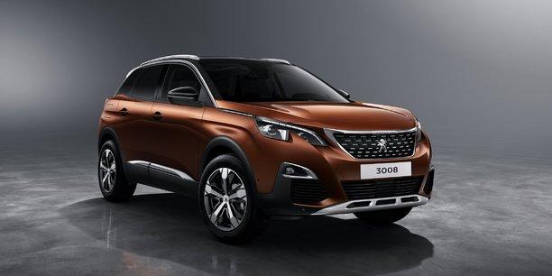 Le nouveau Peugeot 3008 renonce à son look de crossover et assume désormais son allure de baroudeuse et accède au statut de vrai SUV.