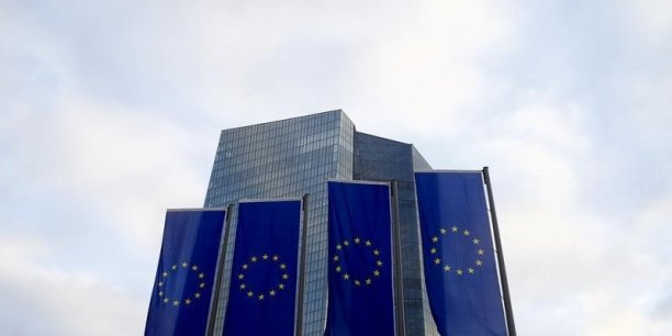 La BCE maintient son taux principal de refinancement à  %.