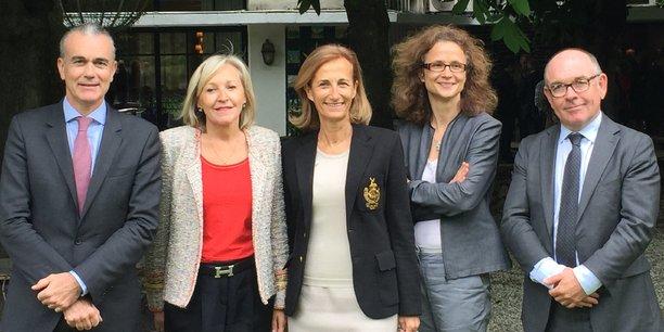 Philippe Aymerich, directeur général du Crédit du Nord et président du conseil de surveillance de la Banque Rhône-Alpes, Michèle Lecenes, Caroline Courtiade, Marie Fontaines, et Yvon Lea, président du directoire de la Banque Rhône-Alpes.