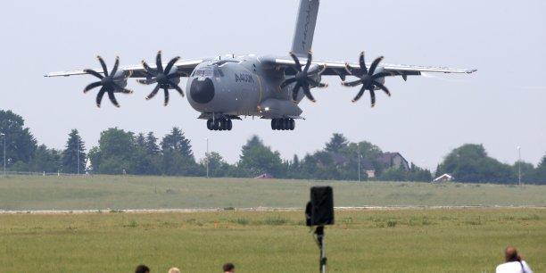 Les six A400M livrés en 2016 (trois neufs et trois rénovés) seront équipés de systèmes d'autoprotection, de largage de charges et de parachutistes et pourront se poser sur des terrains sommaires.