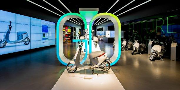 Il ne pollue pas, roule jusqu'à 95km/h et se recharge en 6 secondes chrono. Gogoro, le premier scooter électrique connecté, pourrait bien révolutionner les transports urbains.