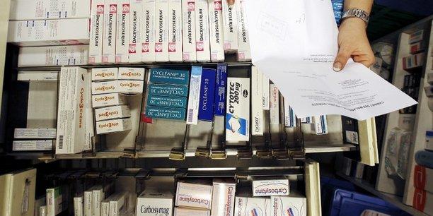 La Haute Autorité de Santé recommande de laisser les pharmaciens administrer les vaccins pour accélérer la campagne de vaccination en France.