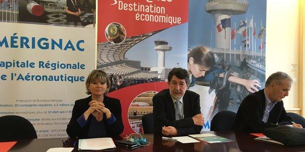 Marie Récalde, Alain Anziani et Jean-Marc Guillembet, lors de la présentation des résultats économiques de Mérignac, ville voisine de Bordeaux