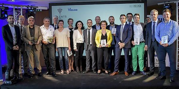 Les lauréats, leurs parrains ainsi qu'une partie du jury et de l'équipe de La Tribune à Bordeaux, hier lors de la soirée des Talents du vin 2016, à la Banque populaire Aquitaine Centre Atlantique