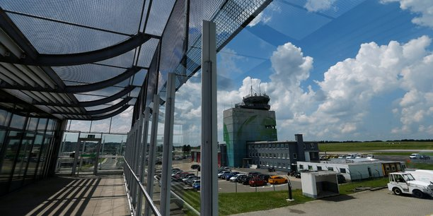 L'aéroport de Francfort Hahn est situé à 120 kilomètres environ de la ville de Francfort.