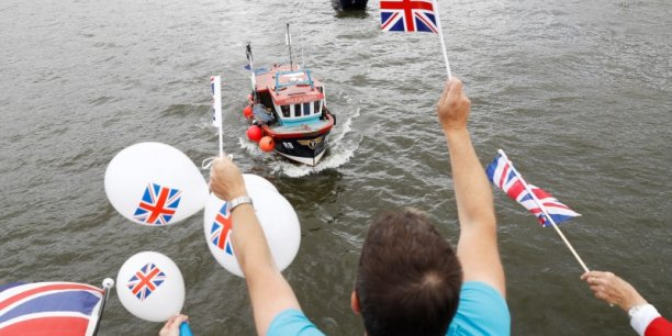La campagne pour et contre la sortie de l'Europe se déroule aussi sur la Tamise (à Londres, le 15 juin 2016).