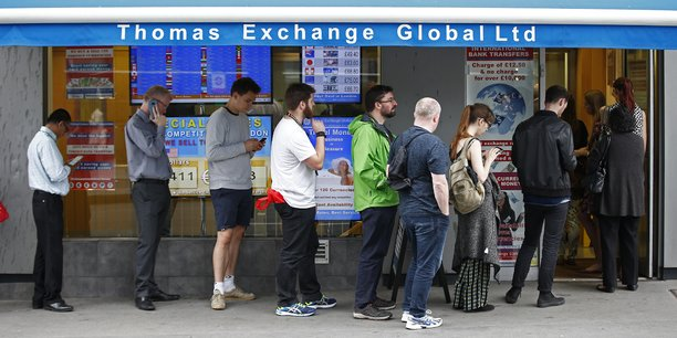 Brexit les britanniques se ruent pour acheter d 39 autres devises - Bureau de change marbeuf ...