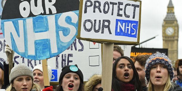 Environ 11% des travailleurs rattachés au NHS sont étrangers (sur 1,3 millions), selon une étude de 2014.