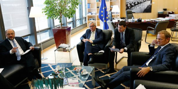 « Nous sommes déterminés à garder notre unité à 27 », a affirmé Donald Tusk (à droite), vendredi, accompagné du président de la Commission Jean-Claude Juncker (au centre) et du président du parlement Martin Schulz (à gauche).
