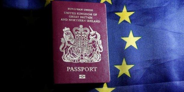 Le Brexit suscite l'inquiétude des expatriés britanniques en Europe, qui demandent des passeports européens pour être certains de sauver leur profession.