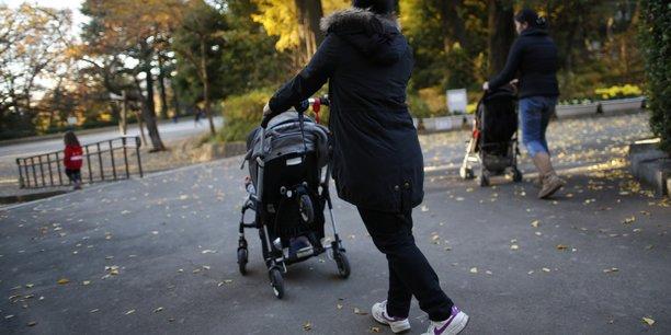 C'est dans le champ de la garde d'enfants que l'emploi à domicile progresse le plus : la masse salariale est en hausse de 2,2% en un trimestre.