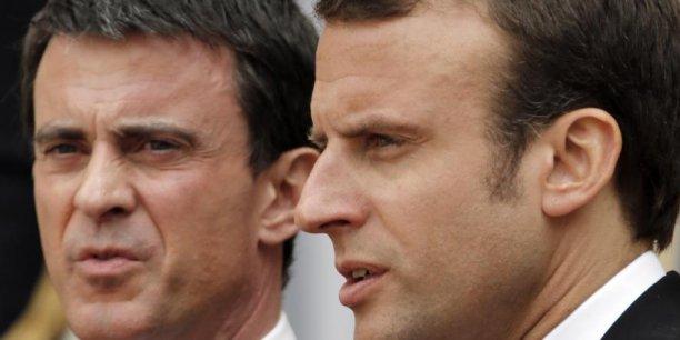 Manuel Valls et Emmanuel Macron se disputent le créneau social-libéral. Mais l'ancien ministre de l'Economie, dont la candidature à la présidentielle ne passe pas par la primaire socialiste, une parole beaucoup plus libre que Manuel Valls qui doit rassembler les socialistes.