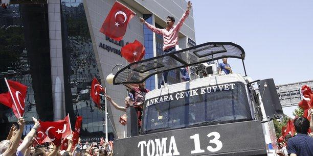 Les partisans d'Erdogan après le putsch manqué en Turquie.
