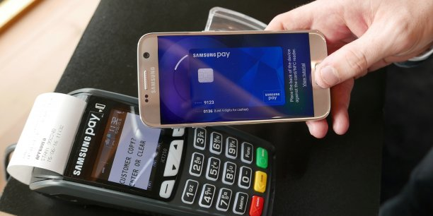 Cinq institutions financières suisses sont soupçonnées de boycotter Apple Pay et Samsung Pay au profit de la solution nationale Twint, qui traite 1,02 million de transactions par mois et revendique plus d'un million d'utilisateurs.