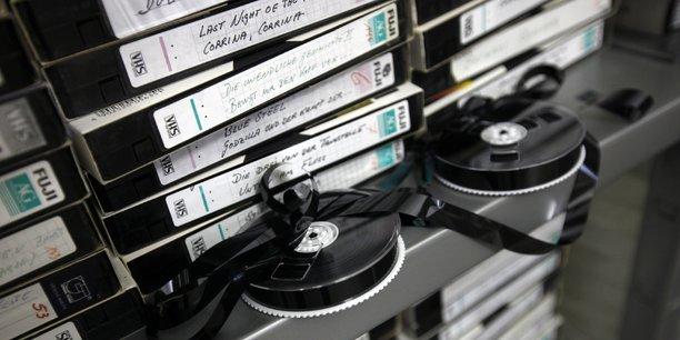 L'âge d'or du magnétoscope prend fin dans les années 2000, lorsque le format DVD s'impose.