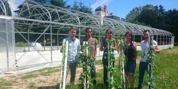 Nous souhaitons que cette ferme-pilote soit un lieu d'expérimentation de l'agriculture urbaine et ainsi faire connaître la culture de végétaux hors-sol, explique l'entrepreneur Eric Dargent, porteur du projet (à droite sur la photo).