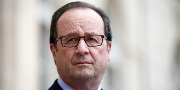 Selon un sondage Harris Interactive, en cas de présence d'Emmanuel Macron à la primaire du PS, François Hollande conserve de justesse sa place de candidat privilégié (20%), juste devant l'ex-ministre de l'Economie (18%), Arnaud Montebourg (16%) et Benoît Hamon (11%).