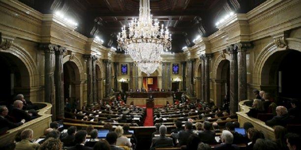 Le parlement catalan a accepté l'idée de mesures unilatérales pour avancer vers l'indépendance.