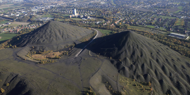 Vue aérienne de l'ancien site minier de Loos-en-Gohelle, commune de 7.000 habitants.