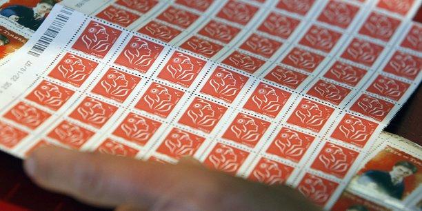 La Poste parle d'avantage tarifaire pour évoquer l'écart de prix entre les timbres vert et rouge, qui va passer de 10 à 12 centimes.