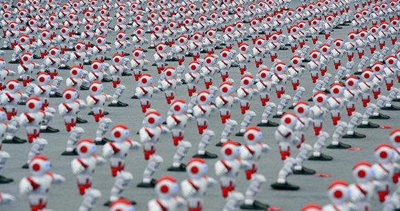 L'entreprise chinoise de robotique Ever Win Company & Ltd. vient de réaliser un nouveau record mondial avec plus de 1000 robots dansant simultanément pendant une minute.