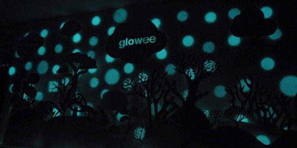 Glowee a présenté en décembre une proposition pour le marché de l'événementiel : des coques rondes en résine organique d'un diamètre de 10 centimètres, bioluminescentes.