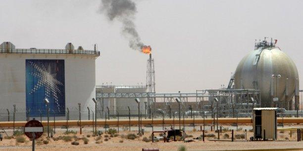 Confrontée à une baisse des revenus du pétrole, l'Arabie Saoudite prévoit de se diversifier économiquement pour compenser cette perte au niveau des finances publiques.