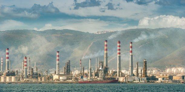 La raffinerie d'Izmit, dans les environs d'Istanbul, transforme le pétrole brut acheminé par camions-citernes