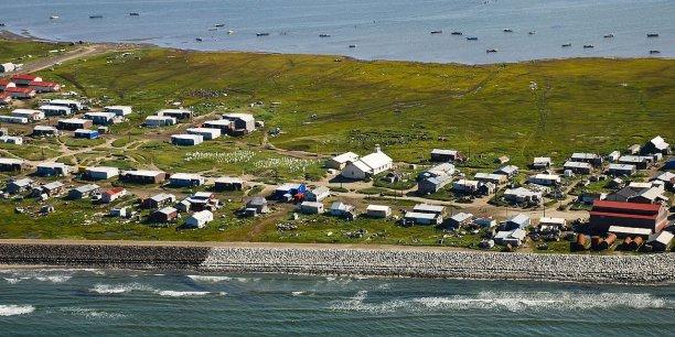 Le village avait d'ailleurs déjà décidé de déménager en 2002, mais n'avait finalement pas réussi à le faire.