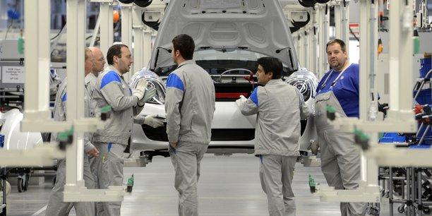 À l'échelle européenne, la France avec le Royaume-Uni est le pays qui connaît le plus faible taux de croissance de l'emploi entre le premier et le second trimestre (0,1%).